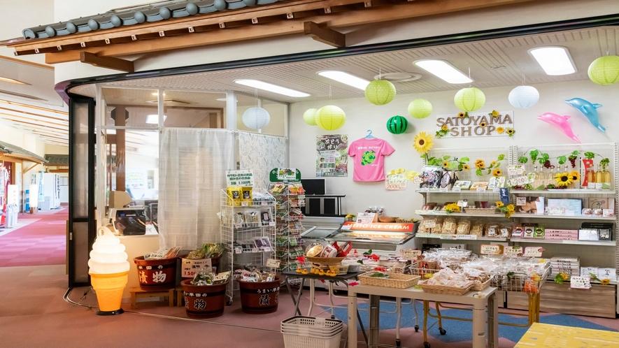 【売店】地元の特産品や季節ものを取り扱っております