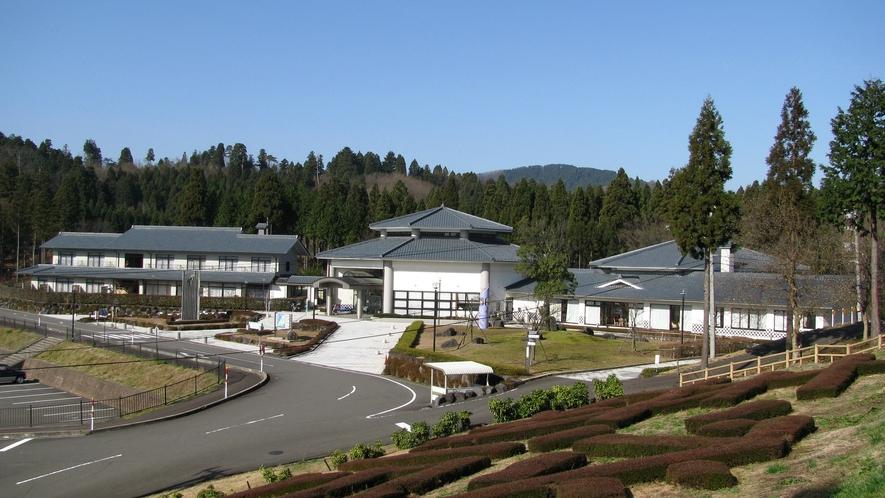 泰澄の杜は自然の中にある静かな施設です