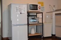 キッチンセット(冷蔵庫、レンジ、トースター、ケトル)