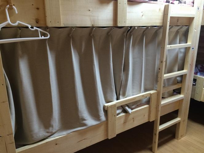 ベッドのカーテン