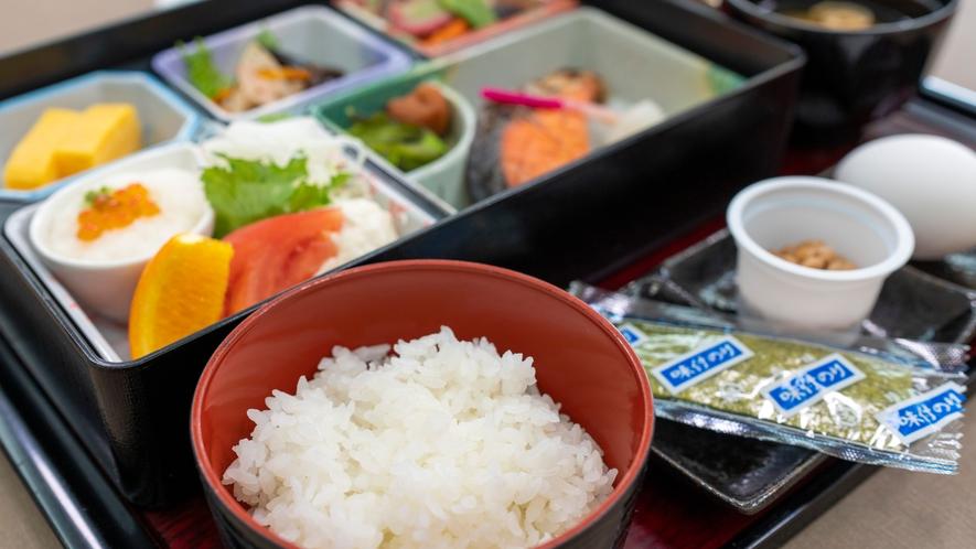 【朝食・一例】焼き魚を中心とした和朝食をを食べて朝から元気いっぱい!