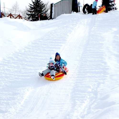 *スノーチューブ/雪上の坂を滑り降りよう♪当館のフロントにて無料貸出致します!