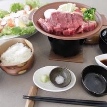 *【深川牛陶板焼き】ジューシーな肉牛の旨みをご堪能ください。