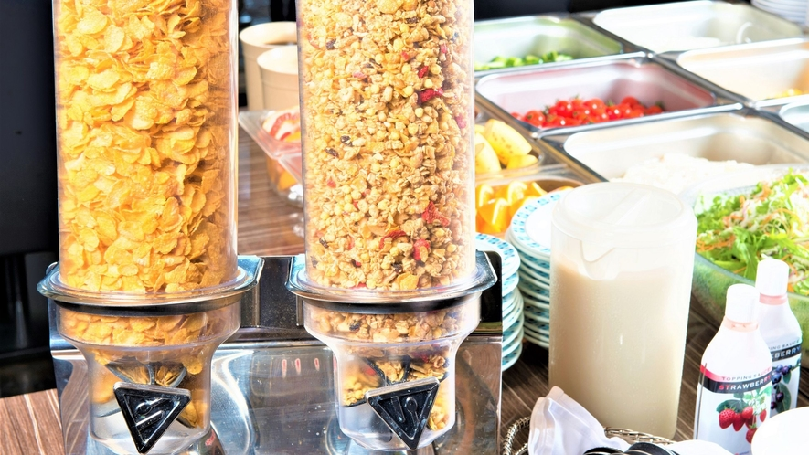 50種類の朝食バイキング「シリアル・サラダバー」
