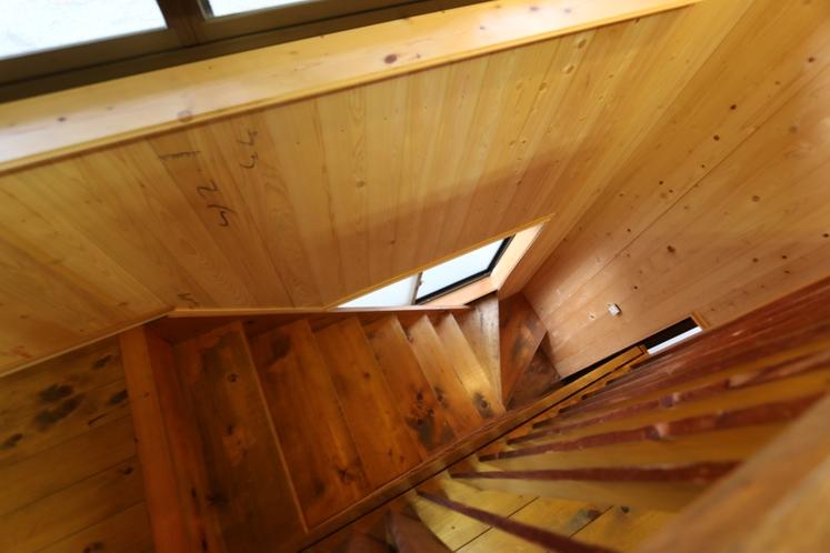 二階建てバンガロー階段