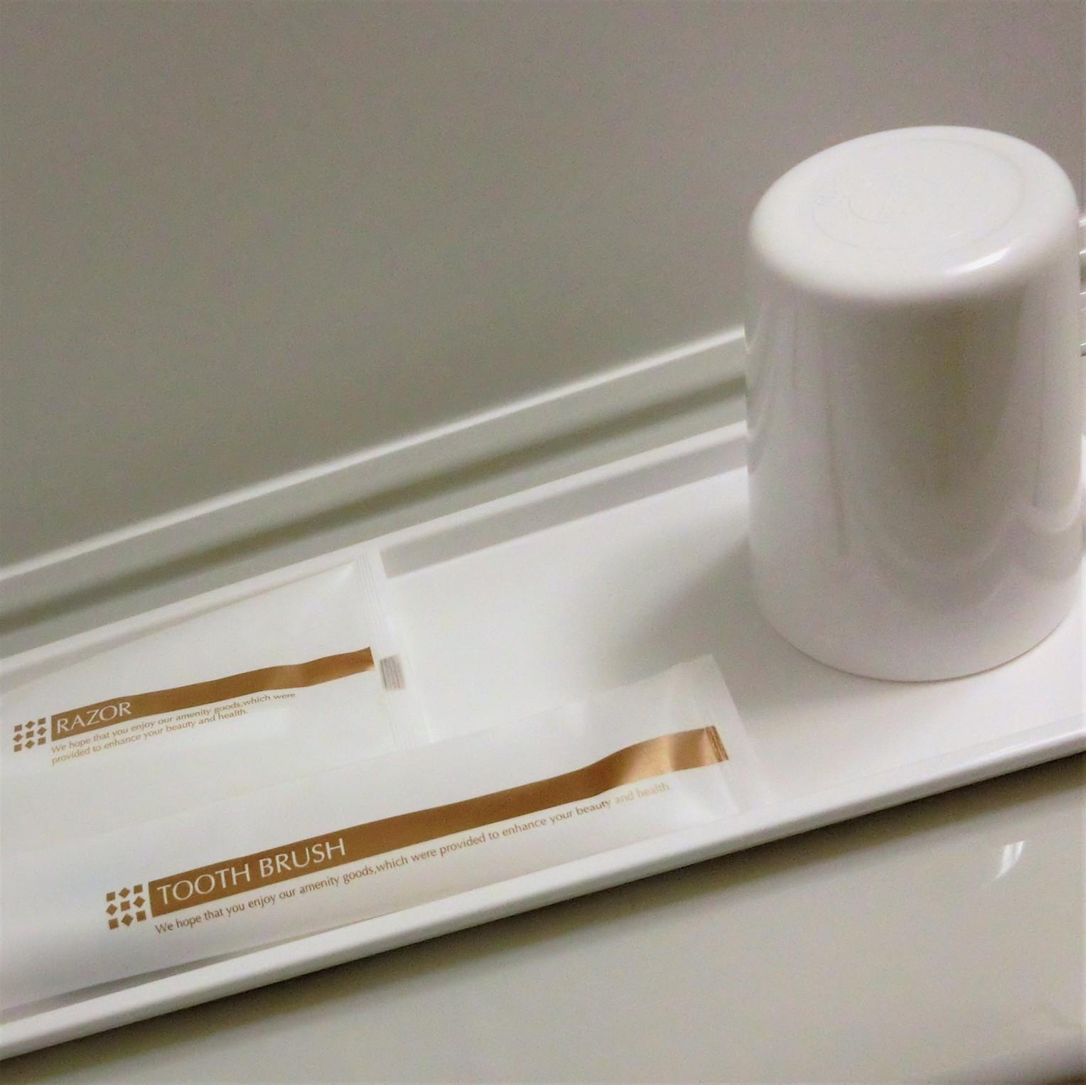 【浴室】備品(歯ブラシ、カミソリ、コップ)※くし・ブラシはフロントにございます