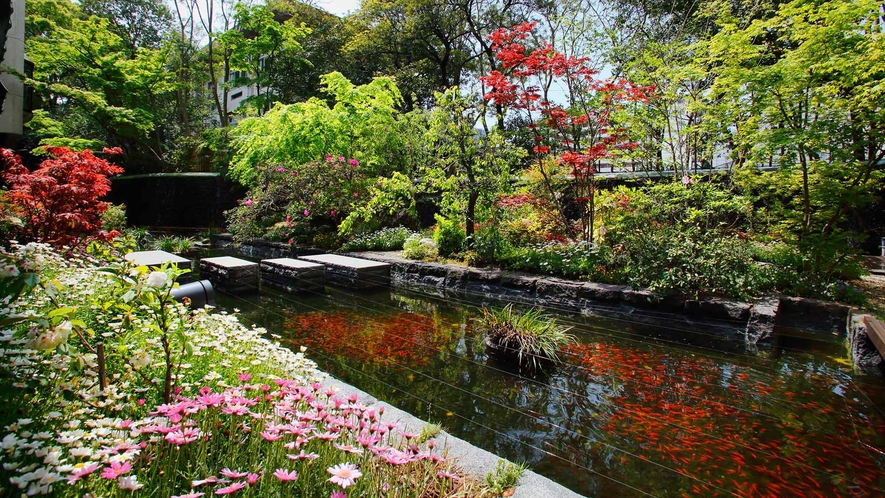 FACILITIES 1F / 庭園