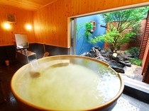 【武(ぶ)】内湯には、黄金色に輝くお椀金風呂。