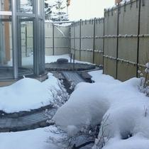 温泉施設「ゆりかご」雪の中の露天風呂