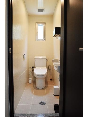 プレミアムスイート リビング 温水洗浄便座付トイレ