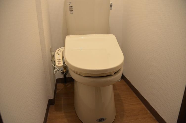 共同トイレ(男女各1個)