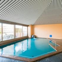 *道後温泉とは異なる別名「美人の湯」はやさしい泉質。広さと露天風呂が自慢です。