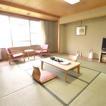 *和室は6畳と8畳のタイプをご用意。ご宿泊の人数により、お部屋をご案内します。