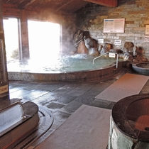 【大浴場/女湯】木の温もりに包まれた大浴場。