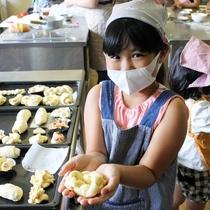 お子様に大人気のパン作り体験♪