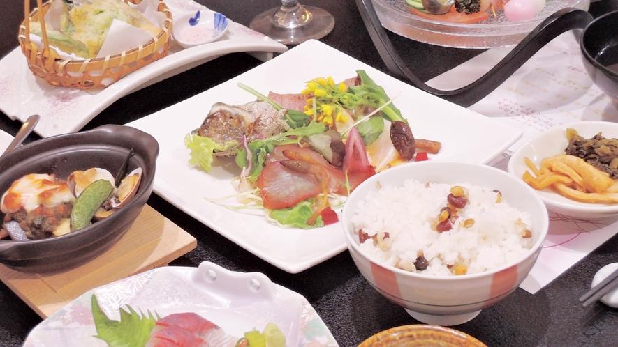 *【夕食一例】料理長自慢の地元の旬食材を使った和食会席。