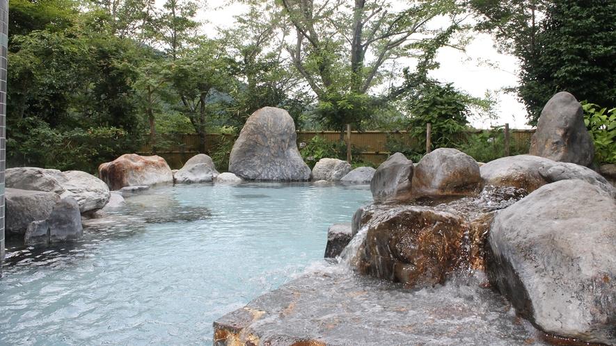 *【露天風呂】沈む夕陽と満天の星空に包まれる自慢の露天風呂。