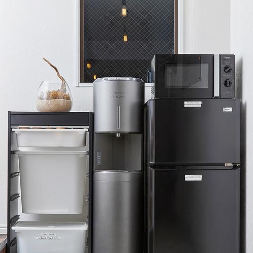 共用設備のウォーターサーバーと電子レンジと冷蔵庫