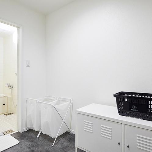 共用バスルームの脱衣所