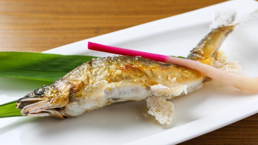 *「鮎やな漁場」で獲れた鮎の塩焼き