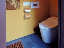 外廊下に設置されたトイレ
