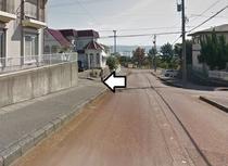 1つ目の交差点を左折 100m程直進すると左側にホテルがございます。