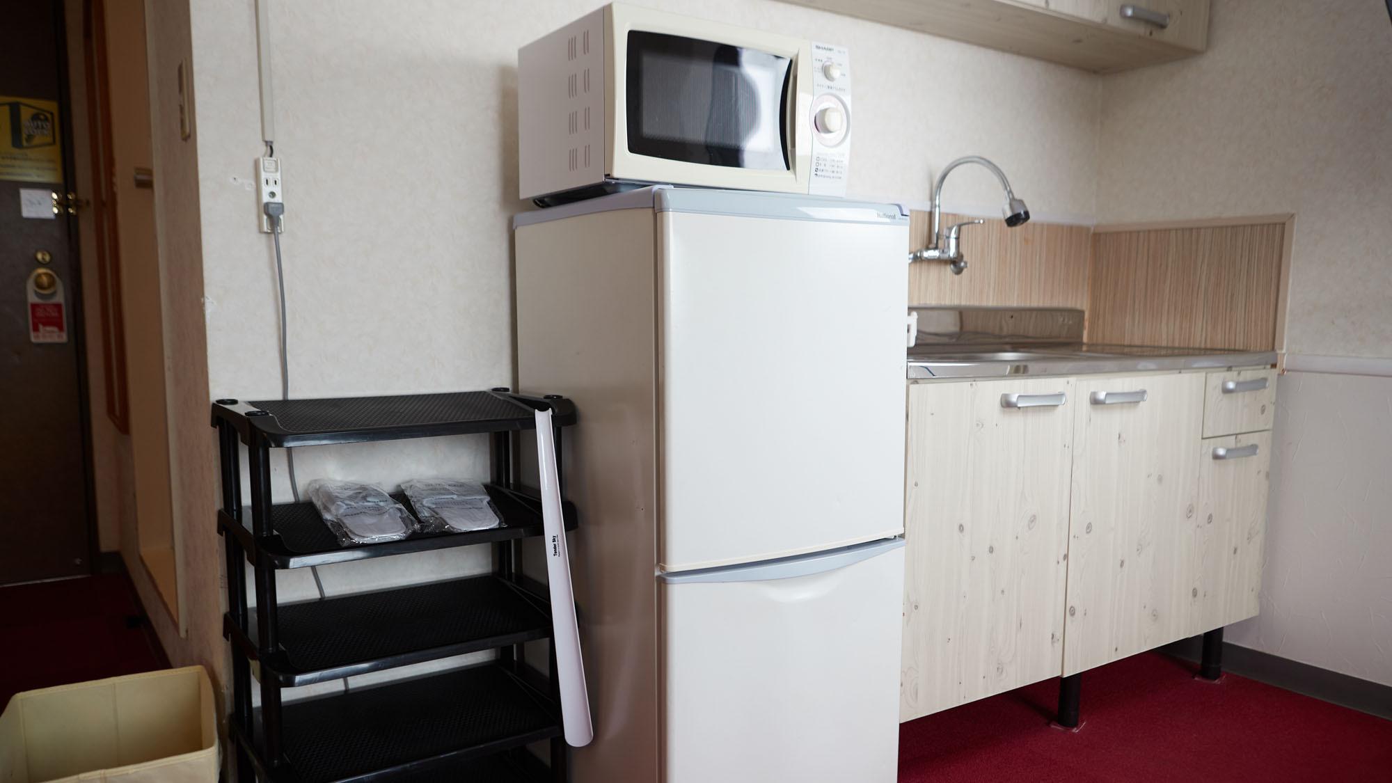 【ファミリールーム】電子レンジ・冷蔵庫・ミニキッチン
