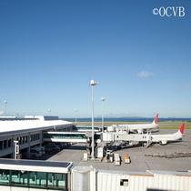 那覇空港からはモノレールで3駅、車で約15分で移動も楽々