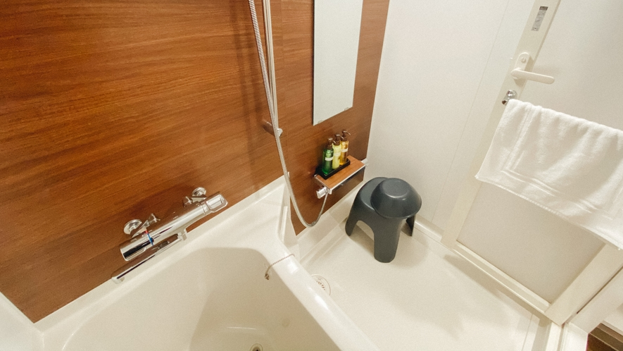 バスルーム(ダブル・ツインルーム) 大きなバスタブと洗い場付き
