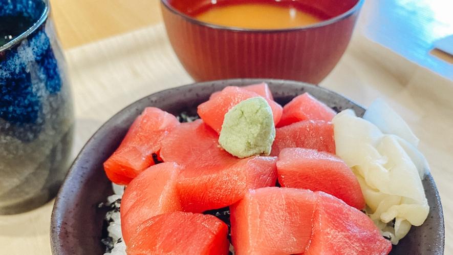 魚河岸食堂の朝食 マグロ丼(てっか屋)