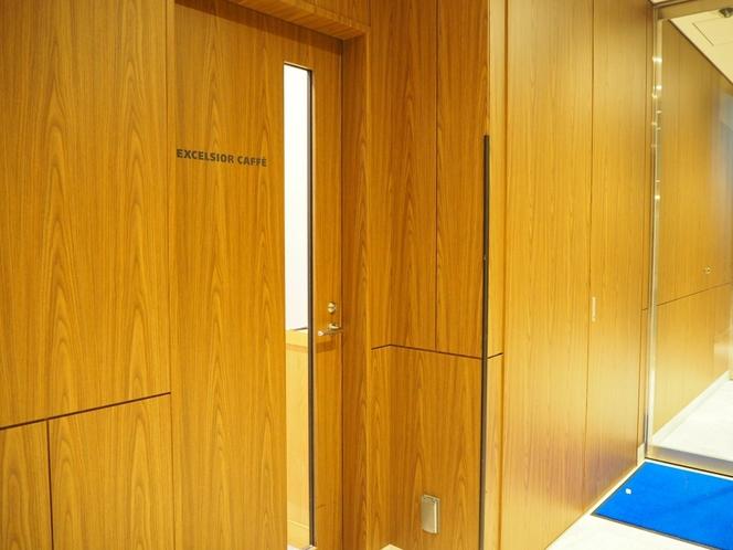 エクセルシオールカフェ入り口(1階)