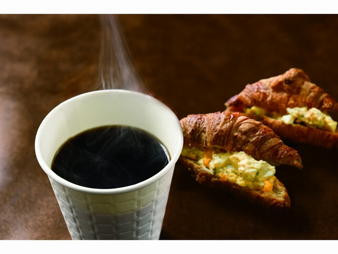 魚河岸食堂の朝食 クロワッサンのサンドイッチ2個(センリ軒)