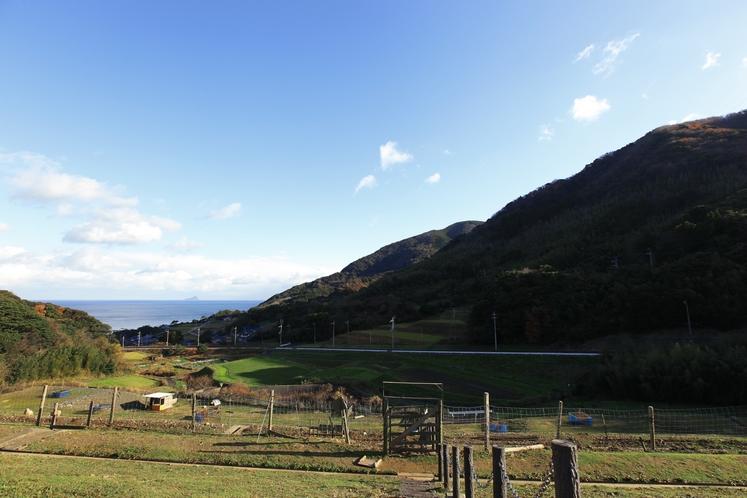 ファームからの冠島の眺望