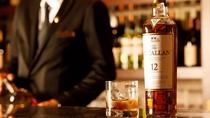 バー/夜は楽しい大人の時間を。個々のお客様の嗜好に合うように、種類豊富なお酒を取り揃えております