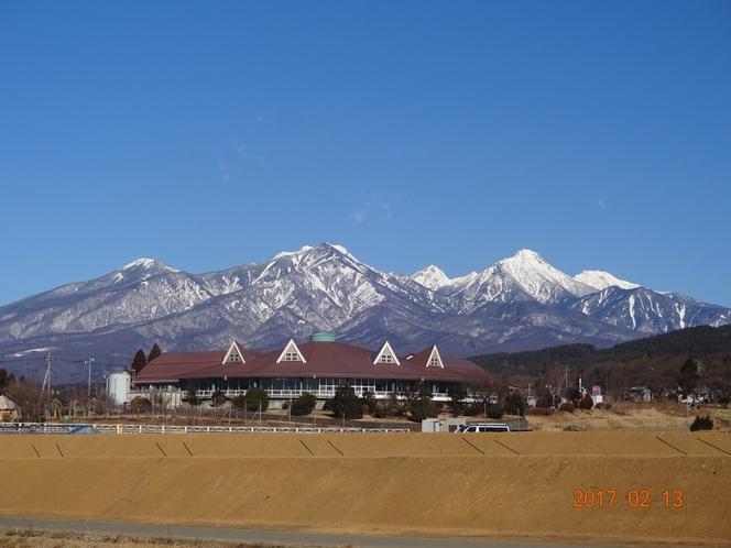 雪化粧した八ヶ岳がお部屋からも一望