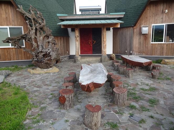 玄関前のテラスカフェ