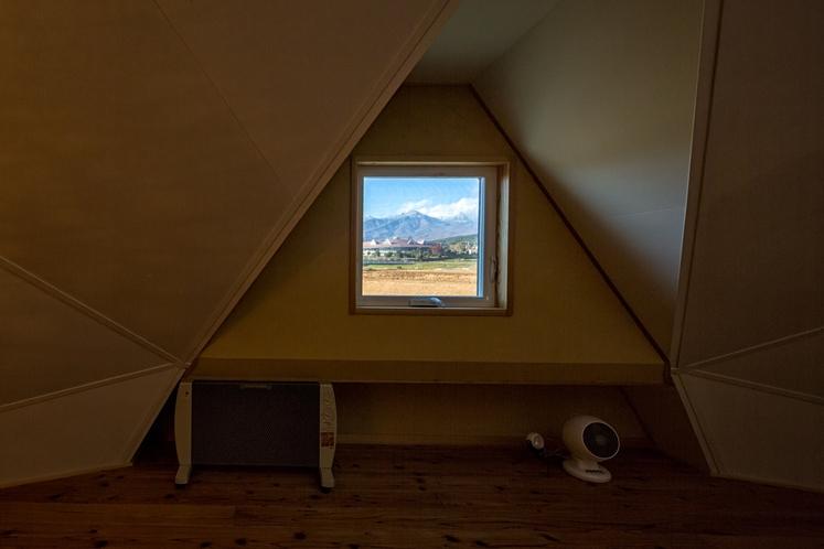天空の間 窓から八ヶ岳を望む
