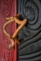 塩野谷博山作「縄文の扉」