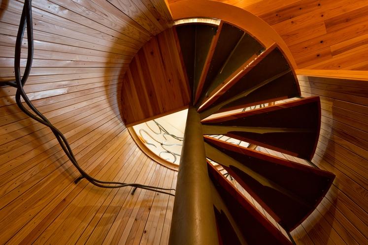 天空の間へ続く螺旋階段