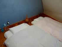 新月伐採の天然杉床に敷いたふかふかのお布団が深い眠りに誘ってくれます