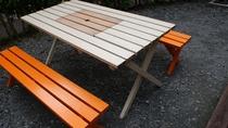 *【コテージ一例】屋外にBBQテーブルを設置しております。