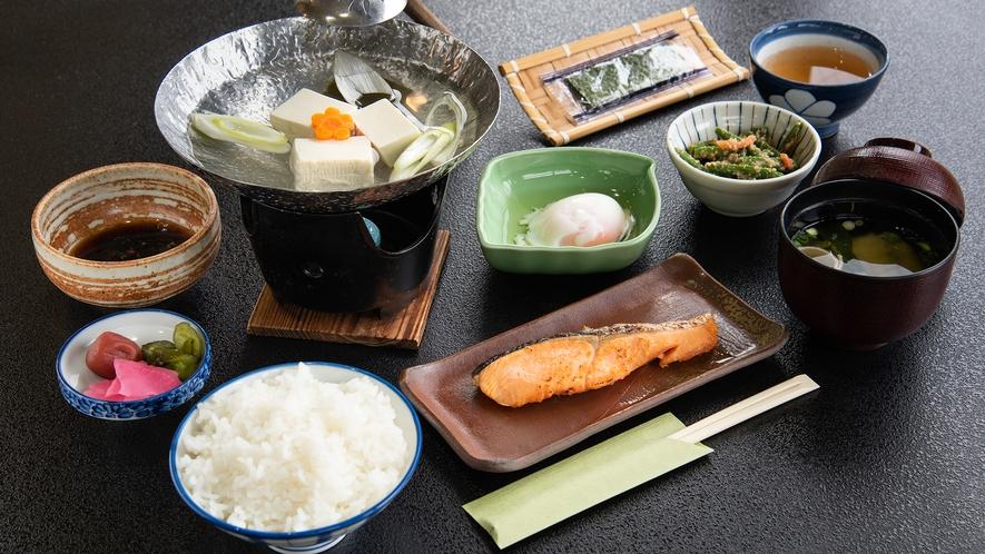 *【朝食一例】アツアツごはんやお味噌のホッとする和朝食です