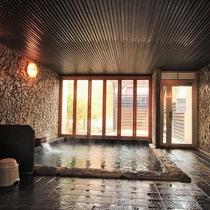 無色透明な三朝温泉のお湯はラジウム温泉です