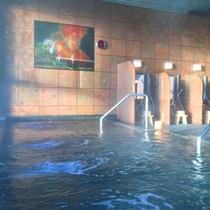 *【熊野灘を望む大浴場】当館敷地内から湧き出した自家源泉・熊野温泉