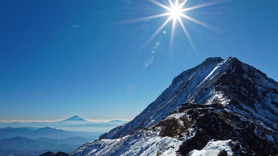 **【八ヶ岳連峰・赤岳】レベルに合わせた登山コースが豊富。晴天時は山頂から富士山を拝めます。