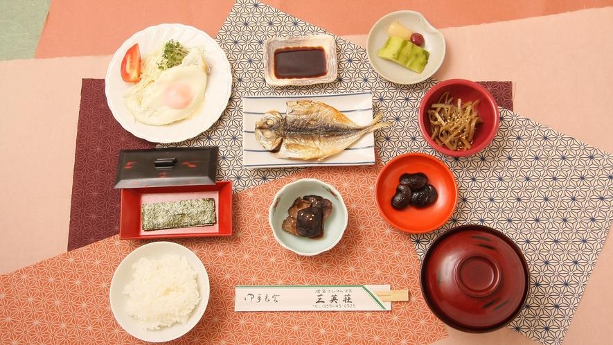 *朝食一例/一皿ずつ手作りされる、やさしい味わいの和食膳で1。