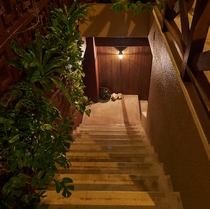 エントランス階段 ※客室は2階になります