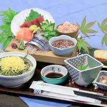 ご朝食:海鮮盛り膳〜海鮮丼にしてお召し上がりいただけます♪〜