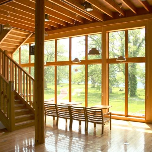 ビジターセンター④湖側の窓