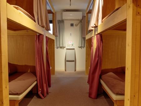 女性専用ドミトリー8人部屋(プライバシーが保てる構造)
